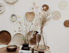 Comment réaliser une cuisine en contreplaqué ? - Hëllø Blogzine Mirror Table, Affordable Wall Art, Deco, Decor, Decor Inspiration, Floral Decor Inspiration, Cement Diy, Dried Flowers, Arrangement