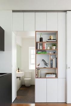 Storage space Gallery - Darlinghurst Apartment / Brad Swartz Architect - 5 Bracelets Through The Age Small Space Living, Small Spaces, Küchen Design, House Design, Design Ideas, Farmhouse Side Table, Compact Living, Small Apartments, Interior Architecture