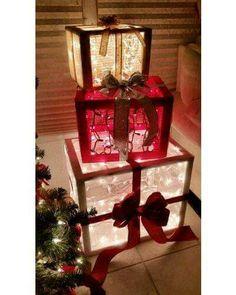 Deco Mesh & scrap pallet wood Christmas presents! Outdoor Christmas Presents, Christmas Yard, Christmas Gift Box, Outdoor Christmas Decorations, Christmas Projects, All Things Christmas, Christmas Lights, Holiday Crafts, Christmas Holidays