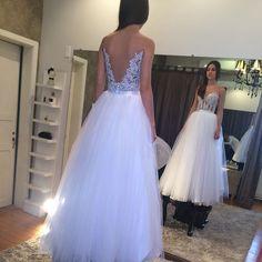 Mais uma linda foto de provador, dessa vez da debutante @izabelabrito que simplesmente divou!!!! #vestine #atelievestine #amorporcosturar #feitoamao #hautecouture #fashion #diva #glam #instagood #instafashion #girl #dress