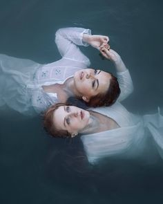 """© Simona Nálepková """"Sisters"""" The Imaginarium™ Unlimited Photography… Editorial Photography, Art Photography, Dark Beauty Magazine, Photo P, Underwater Photography, Red Roses, Supermodels, Pop Culture, Images"""