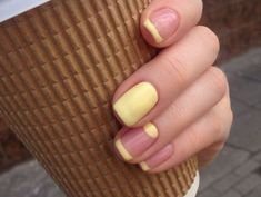The nail design is straightforward yet exquisite. While retaining its traditional appearance, there are lots of designs to play with. French Manicure With A Twist, French Tip Nails, Nude Nails, My Nails, Perfect Nails, Trendy Colors, Trendy Nails, Nail Arts, Nail Inspo