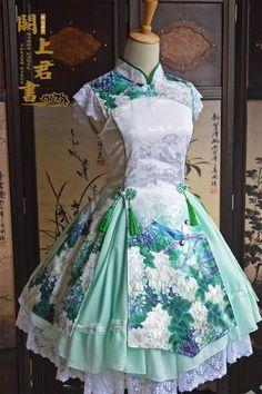 Beautiful blue-green wa-lolita dress with flowers and birds: asianfashion Estilo Lolita, Pretty Outfits, Pretty Dresses, Beautiful Dresses, Japanese Fashion, Asian Fashion, Set Fashion, Fashion Design, Rock Fashion