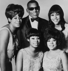 Ray Charles, The Raelettes