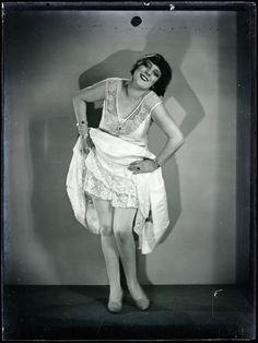 Man Ray (1890 - 1976). Alice Prin, dite Kiki de Montparnasse, 1926. Centre Pompidou Paris, Jean Cocteau, Bohemian Lifestyle, Man Ray, Alice, Ballet Skirt, Singer, Actresses, Statue