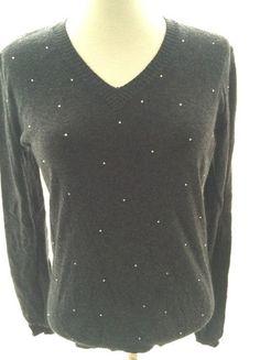 À vendre sur #vintedfrance ! http://www.vinted.fr/mode-femmes/pull-overs/23635252-pull-col-v-noir-a-strass-taille-s