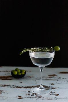 Smoked Rosemary Olive Oil Gin Martini // craftandcocktails.co for Jojotastic.com