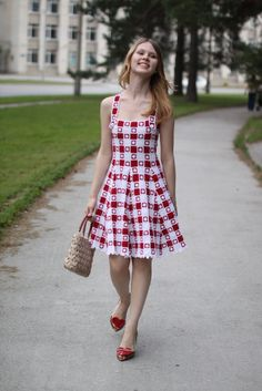 One motif makes various dresses and tops