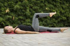 FOTOTRÉNING: 5x účinné cviky na posilnenie kolena a odstránenie bolesti - Fitshaker High Socks, Fashion, Moda, Thigh High Socks, Fashion Styles, Stockings, Fashion Illustrations