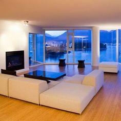 sala de estar minimalista com lareira