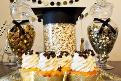 We just couldn't take it anymore, we HAD to show you a sneak peak of our black and gold grad party for Tiny Prints! Here are a few of our favorite details.
