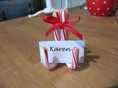 Simple candy cane place card holders for your Christmas table or to use on a buffet to name each food. Christmas Place, Noel Christmas, All Things Christmas, Winter Christmas, Christmas Ornaments, Christmas Candy, Christmas Wedding, Christmas Ideas, Christmas Name Tags