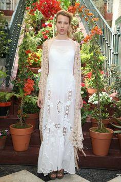 EL CAMARIN Formal Dresses, Wedding Dresses, Lace Skirt, Fashion Designers, Skirts, Shawls, Vestidos, Chic, Argentina