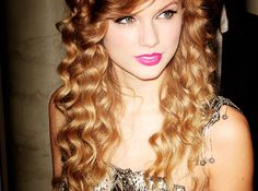 Taylor Swift like hair and makeup