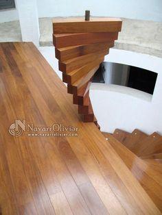 Détail des escaliers au design en bois