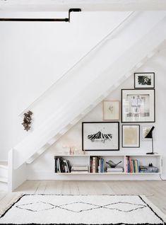 Livros nas escadas