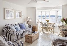 Vicky's Home: Cabaña de pescadores modernizada / Modernised fisherman's cottage