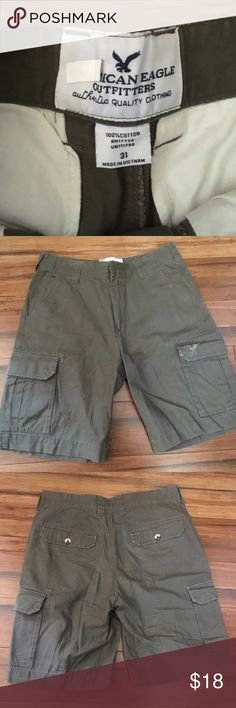 ON SALE🎉American Eagle men's size 31 cargo shorts ON SALE!! 🎉  American Eagle men's size 31 army green cargo shorts  Gently used, no rips or stains, smoke free home  Length of shorts from top to bottom is 20.5 inches  Inseam is 10 inches  Bundle for a discount 😊 American Eagle Outfitters Shorts Cargo