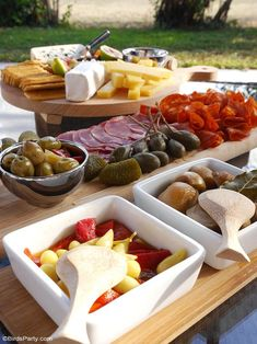 Our Quick & Easy End of Summer Patio Party ideas, a grazing charcuterie board and simple decor for a last-minute party and seasonal celebration! Appetizers For A Crowd, Food For A Crowd, Appetizer Recipes, Party Food Plates, Easy Party Food, Cocktail Party Food, Seasonal Celebration, Dinner Party Recipes, Charcuterie Board