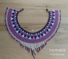 Gargantilla huichol Romea Accesorios Estilo mexicano | Etsy Choker, Native Beadwork, Beaded Crafts, Crafty Craft, Beaded Jewelry, Create Your Own, Crochet Earrings, Beads, Pendant
