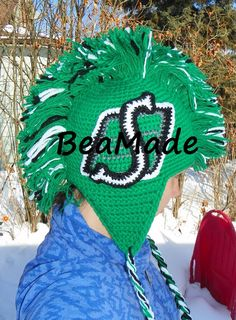 Saskatchewan Roughriders ultimate team fan hat by BeaMade Saskatchewan Roughriders, Rough Riders, Crochet Hats, Crochet Sweaters, My True Love, Kids Hats, Crotchet, Christmas Bulbs, Crochet Patterns