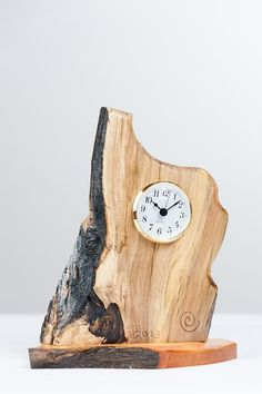 Fabulous use of wood! Diy Wood Projects, Wood Crafts, Woodworking Projects, Cool Clocks, Wood Vase, Diy Clock, Wooden Clock, Wood Turning, Rustic Furniture