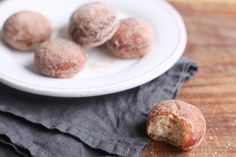 the Bite-Sized Italian Cousin to the Doughnut Hole Bomboloncini are bite-sized Italian pastries that are deep-fried and coated in sugar.Bomboloncini are bite-sized Italian pastries that are deep-fried and coated in sugar. Italian Cookie Recipes, Italian Cookies, Italian Desserts, Italian Foods, Italian Donuts, Italian Pastries, Donut Recipes, Cooking Recipes, Pastry Recipes