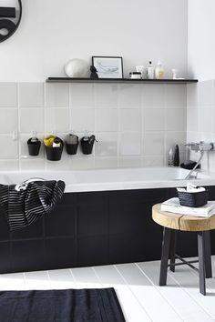 Je mise sur le noir et blanc pour une salle de bains pas gnangnan