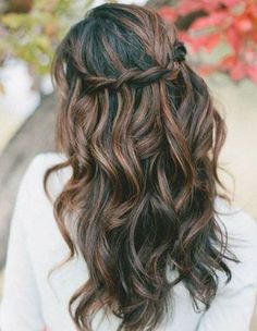 Tendance Coupe & Coiffure Femme Description Working girl: peinados chic para ir a la oficina Prom Hairstyles For Long Hair, Wedding Hairstyles For Long Hair, Braids For Long Hair, Down Hairstyles, Pretty Hairstyles, Braided Hairstyles, Hairstyle Ideas, Fall Hairstyles, Romantic Hairstyles