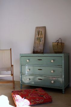 to do: thrift old furniture & give it a make over