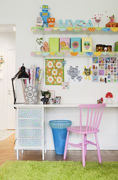 colourful inspiration for a little office or craft room. Space Crafts, Home Crafts, Deco Pastel, Casa Kids, Ideas Habitaciones, Girl Desk, Coin Couture, Deco Retro, Little Girl Rooms