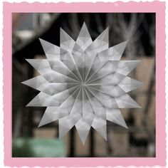 Stern aus Transparentpapier gefaltet paper paper napkins paper to the moon Paper Crafts Origami, Diy Paper, Paper Art, Handmade Christmas, Christmas Crafts, Xmas, Folded Paper Stars, Paper Snowflake Patterns, Mandala