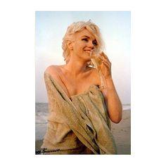 George Barris, Marilyn Monroe : Green Towel Drinking Wine