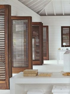 Simple and Stylish Tricks Can Change Your Life: Outdoor Blinds Bamboo blinds for windows shutters. Blinds For Windows, Windows And Doors, Window Blinds, Wood Windows, Privacy Blinds, Blinds Diy, Blinds Ideas, Bay Window, Interior Architecture