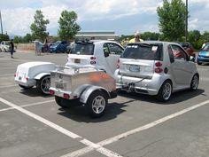 Pulling trailers Smart Auto, Smart Car, Camper Caravan, Camper Trailers, Cool Campers, Smart Fortwo, Car Tuning, Motorhome, Custom Cars