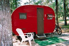If I stay single, this what I'll live in. I quaint little red trailer in the wilderness. Sublime.