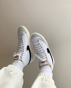 Nike Blazer Outfit, Nike Outfits, Sock Shoes, Cute Shoes, Me Too Shoes, Vintage Nike, Air Max Sneakers, Sneakers Nike, White Sneakers