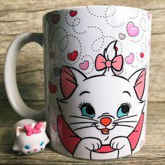 Disney Mugs, Disney Art, Girly Drawings, Art Drawings, Disney Aristocats, Girls Rolling Backpack, Gata Marie, Cricut Wedding, Diy Home Decor Easy