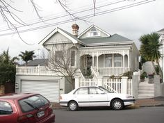 NZ villa roof pop out Exterior Paint Schemes, Exterior Colors, Exterior Design, Edwardian House, Victorian Homes, House Color Schemes, House Colors, Garage Design, House Design