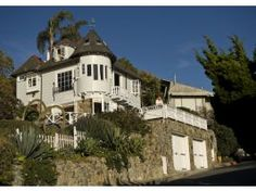 Great story on how Laguna Beach is fighting to save its heritage. Also pics of some GORGEOUS homes ..