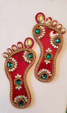 Gauri Decoration, Diwali Decoration Items, Thali Decoration Ideas, Diwali Decorations At Home, Festival Decorations, Kalash Decoration, Diwali Pooja, Diwali Diya, Diwali Gifts