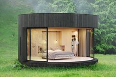 The Lumipod minimalist prefabricated cabin will transform any remote location into your own home away from home. This circular retreat comes with a bedroom, closet, and bathroom along with floor to ceiling windows that provide incredible panoramic views. Backyard Cabin, Garden Cabins, Backyard Office, Cabin Tent, Prefabricated Cabins, Small Prefab Cabins, Ideas De Cabina, Treehouse Cabins, Small Studio Apartments