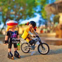 Un paseo con amigos en este viernes soleado. Para distancias cortas es mejor usar tu bicicleta que un auto. Copyright: Carlos Mirai #playmobil #playmomex