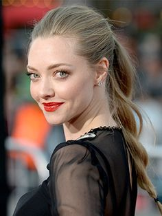 Amanda Seyfried's twisted ponytail (and it's actually DIY-able)
