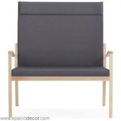 Sofa para la tercera edad de respaldo alto de la colección de geriátrico ARIS. Diseñado con los parámetros de comódidad y confort de los sillones para mayores unipersonales pero con capacidad para 2 personas para permitir compartir espacios en compañia. Disponible en 40 colores distintos.
