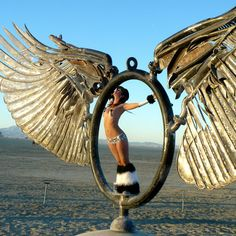 I also so this amazing sculpture at Symbiosis in May Babz Robinson : Burning man Burning Man Girls, Burning Man 2017, Burning Man Art, Burning Man Sculpture, Burning Man Fashion, Burning Man Outfits, Bagdad Cafe, Look Festival, Black Rock Desert