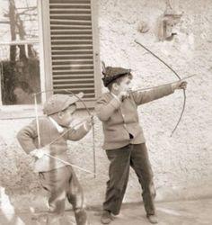 GIOCHI_con_arco_di_legno_e_frecce_dell_ombrel