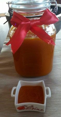 Μαρμελάδα μήλων…από την Αλεξάνδρα Σουλαδάκη http://www.donna.gr/17052/marmelada-milonapo-tin-alexandra-souladaki/  Το μήλο παρότι στον παράδεισο υπήρξε ο απαγορευμένος καρπός, για μας είναι το πιο συνηθισμένο κι εύκολο φρούτο. Οι Βιταμίνες του είναι τόσο πολύ σημαντικές για τον άνθρωπο, που �