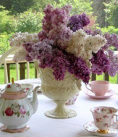 Gorgeous Lilacs bouquet for tea party! Just gorgeous! Deco Floral, Arte Floral, Tea Time, Floral Arrangements, Tea Party, Beautiful Flowers, Fresh Flowers, Wedding Flowers, Purple Wedding