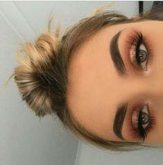 Dicas de maquiagem mágica para a maquiagem perfeita - Halloween make up ideas - . - Make-up Ideen - Skin Makeup, Eyeshadow Makeup, Eyeshadows, Drugstore Makeup, Bronzy Eye Makeup, Makeup Hazel Eyes, Hair And Makeup, Eyeshadow Palette, Gold Eyeshadow Looks